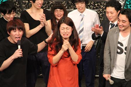 彩バトルで優勝し、涙する横澤夏子
