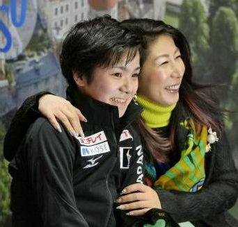 宇野昌磨とコーチがベタベタと恋人つなぎ!派手な服装で彼女気取り?