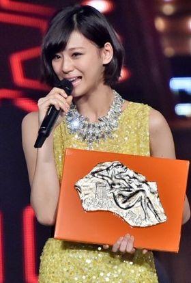 西内まりやがレコード大賞では新人賞と最優秀新人賞を受賞